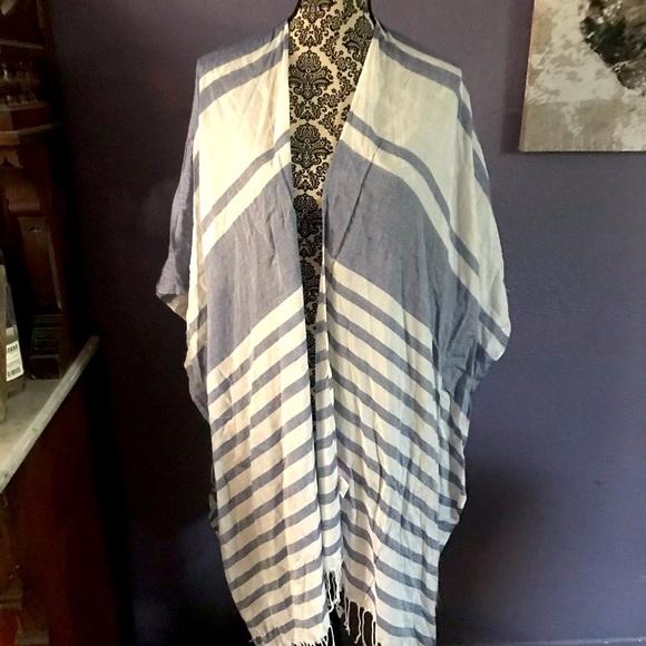 Issac Mizrahi Blue & White Kimono Wrap